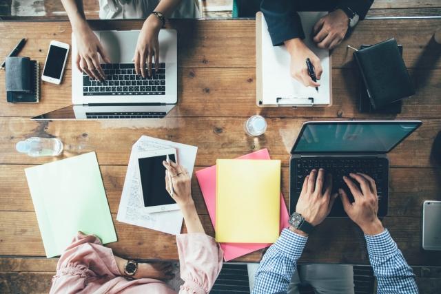 小規模企業向け スマホ内線化で業務効率を改善