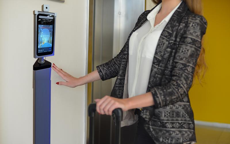 「顔認証・温度検知」でチェックイン!ホテル、旅館のDX化を推進するセルフチェックインシステムを発表